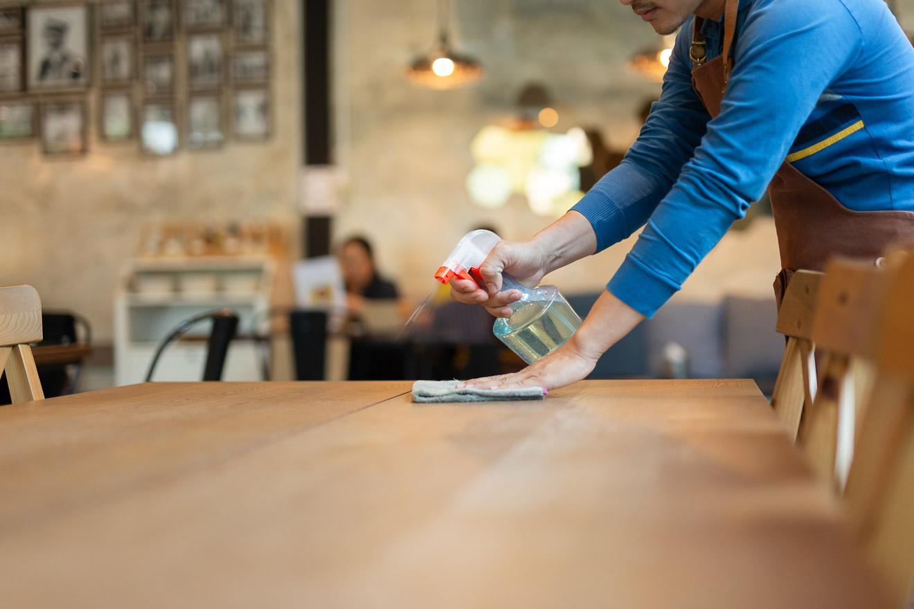 Holz reinigen – Tipps und Tricks